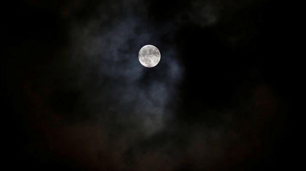 Feierlichkeiten: Der Mond ist aufgegangen