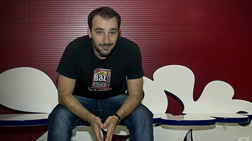 Ο Γιώργος Χατζηπαύλου ταξιδεύει το ελληνικό stand-up comedy στην Ευρώπη!