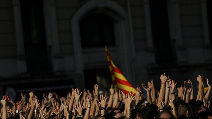 Catalonia stops and the people take possession of their streets