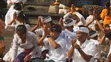 Offrandes et prières pour que le volcan Agung reste calme