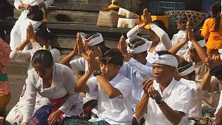Indonésia: Preces ao vulcão Agung