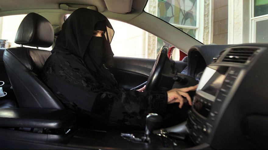 وفاة إمراة سعودية في حادث سيارة اثناء تعلمها القيادة