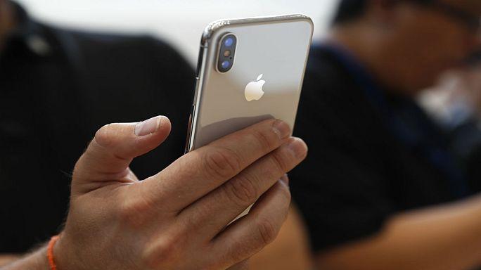 """سامسونغ ستكسب 110 دولارات عن كل هاتف """"ايفون اكس"""" ستبيعه آبل!"""