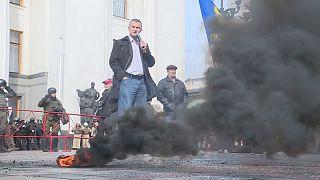 قنابل دخانية ضد قانون حماية سيادة أوكرانيا في دونيتسك ولوهانسك الانفصاليتين