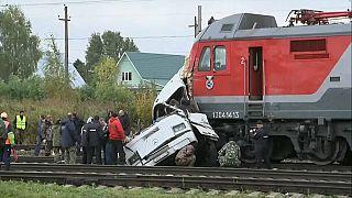 مقتل 19 شخصا في حافلة ركاب اصطدمت بقطار في روسيا