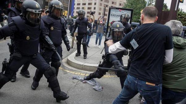 ممثل مدريد في كتالونيا يعتذر عن عنف الشرطة خلال استفتاء الاستقلال