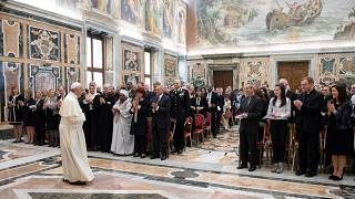 Papa Francisco apela à dignidade infantil no mundo digital