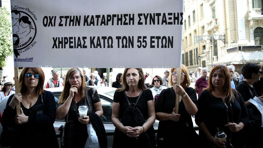 Grecia, proteste contro tagli alle pensioni