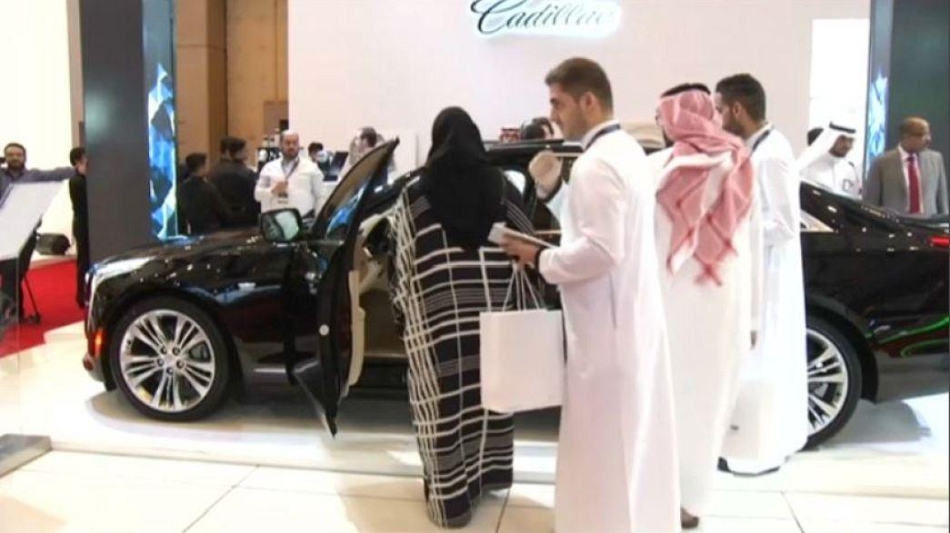 Már vásárlóként mentek a nők egy szaúdi autókiállításra