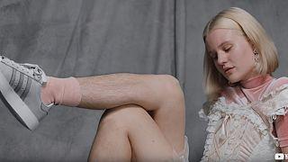 Kıllı bacaklarıyla poz veren manken 'tecavüz tehditleri' alıyorum