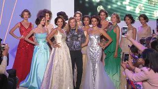 Hollywood aranykorának csillogása a párizsi divathéten