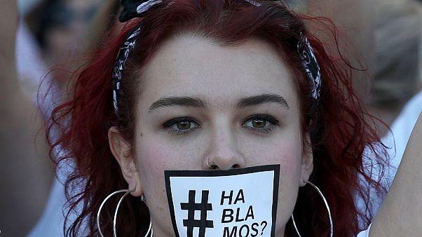 """Marche blanche pour le """"dialogue"""" à Barcelone"""