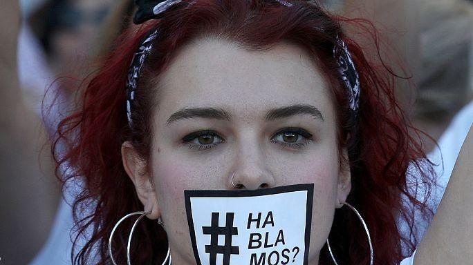 مسيرات حاشدة بالأبيض في برشلونة ضد الانفصال