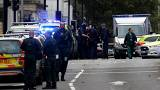 Londra'da bir araç yayaların arasına daldı, yaralılar var