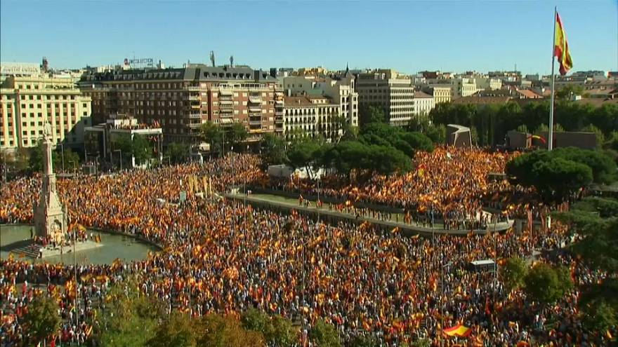 Catalogna: a Madrid manifestano gli unionisti (ma anche i fautori del dialogo)