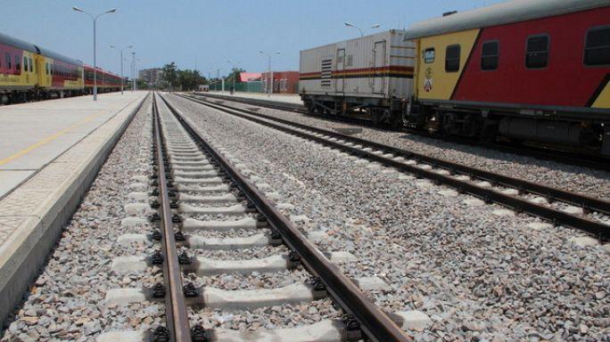 Comboio de mercadorias descarrila no centro do país