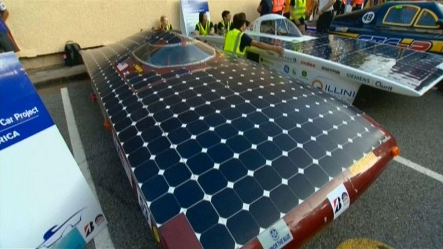 إنطلاق سباق سيارات تعمل بالطاقة الشمسية في أستراليا