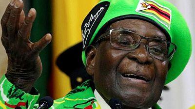 Zimbabwe's Mugabe drops hint of cabinet shakeup