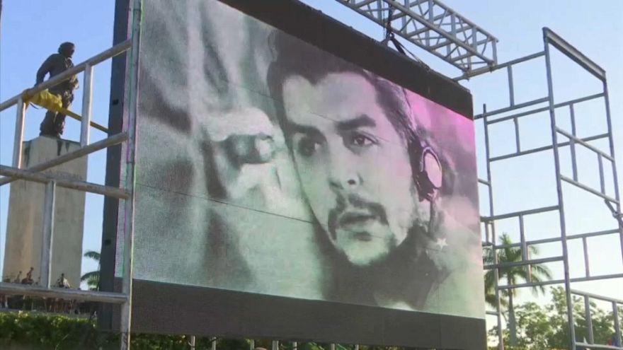 """Milhares de cubanos celebraram 50 anos da morte do """"El Comandante"""""""