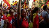 Μια Καταλανή της Μαδρίτης διαδηλώνει στη Βαρκελώνη
