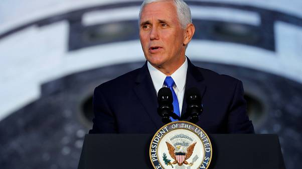 Usa divisi sull'inno: Mike Pence lascia lo stadio di Indianapolis