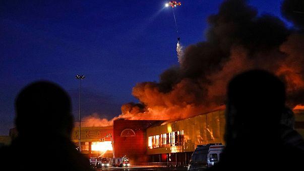 Mosca : in fiamme centro commerciale, 3mila evacuati