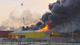 Tűz egy moszkvai építőanyag-áruházban