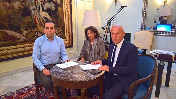 """""""القبلة الممنوعة"""" في تونس تجر بشاب فرنسي جزائري إلى السجن"""