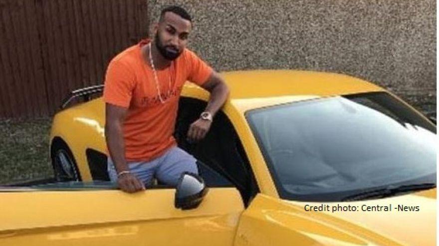 شاب عربي يتباهى بثروته ويحير الشرطة البريطانية