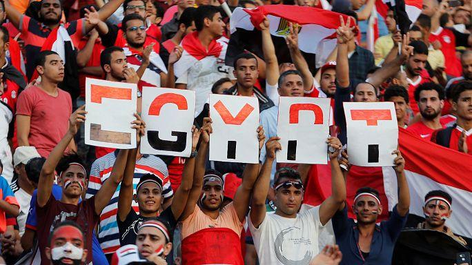 تأهل مصر إلى مونديال 2018 ينسي المصريين همومهم