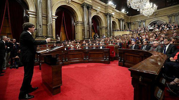 Katalonya lideri Puigdemont bağımsızlık ilanını erteledi, diyalog çağrısı yaptı