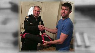 Cet Américain n'aurait pas dû rendre ses armes à la police