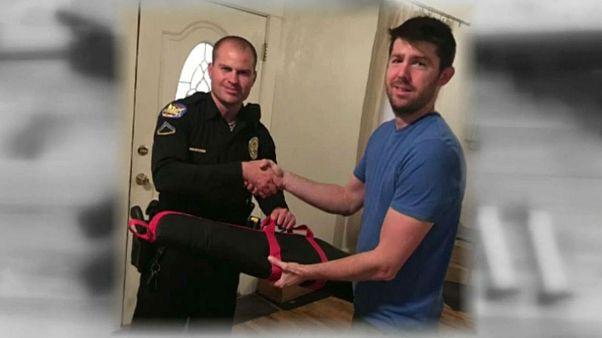 US man receives death threats after publically handing in guns