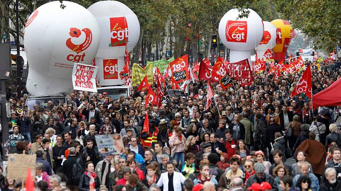 Los funcionarios franceses se manifiestan contra las reformas de Macron