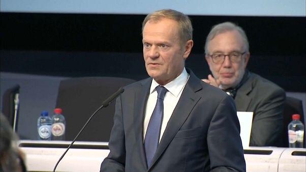 """Tusk pide a Puigdemont evitar una """"decisión que haga imposible el diálogo"""""""