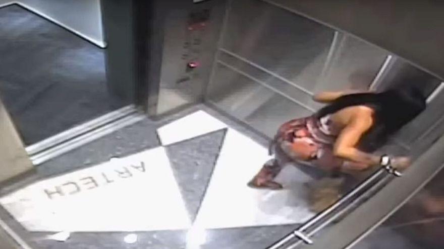 بالفيديو: إمرأة بلا رحمة تنهال بالضرب على كلبها داخل مصعد