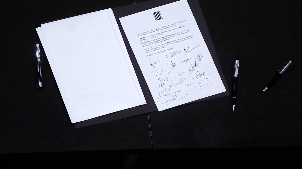 La signature (très symbolique) de l'indépendance