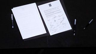 Aláírták a függetlenségi nyilatkozatot a katalán parlamentben