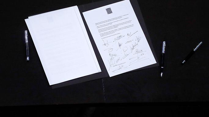 Katalonya krizi: Bağımsızlık bildirisi imzalandı