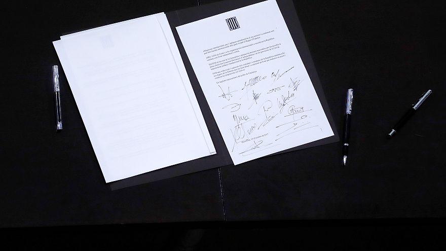 """Символическая """"декларация"""" о независимости Каталонии"""
