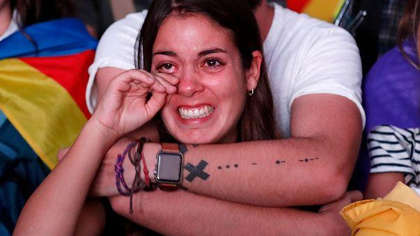 Catalogna: le reazioni in strada a Barcellona