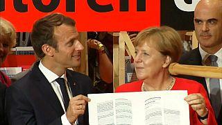 Macron et Merkel parlent Europe à la foire de Francfort