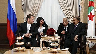 Algérie : rare apparence du président Bouteflika lors de la visite du Premier ministre russe