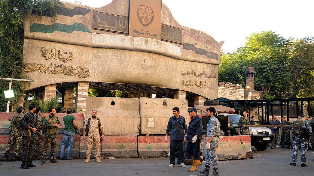 Şam'da polis merkezine bombalı saldırı