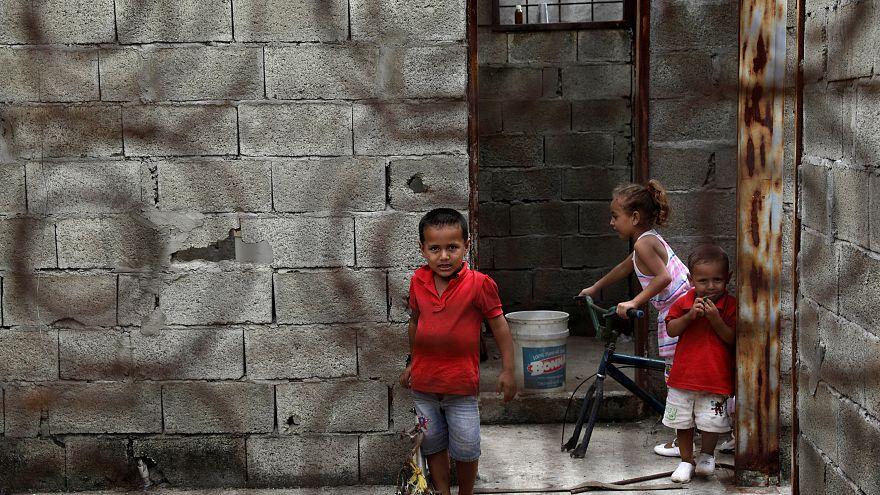Βενεζουέλα: Η αδιέξοδη επιλογή της μετανάστευσης