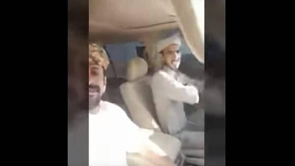 بالفيديو: سعودي يوثق وفاته في حادث سيارة