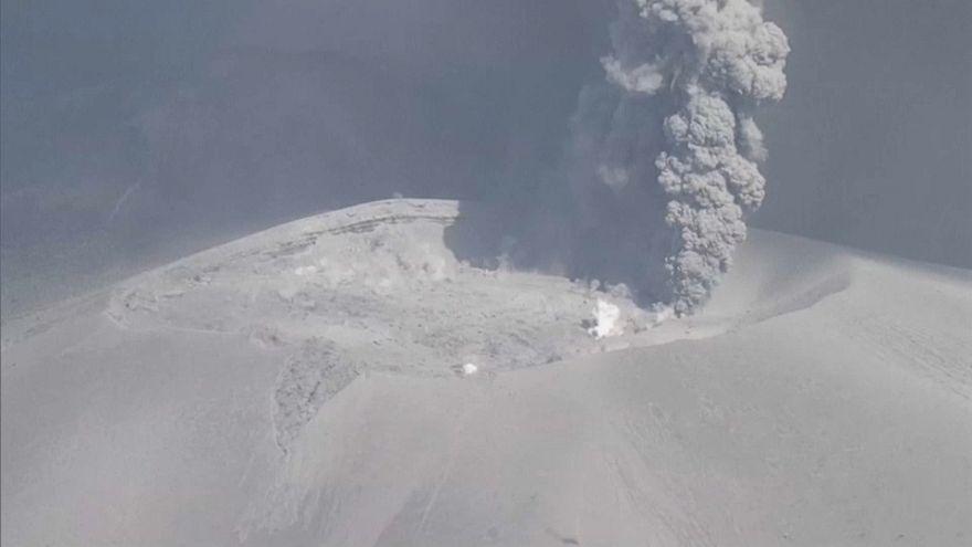 Japonya'daki Yanardağ 6 yıl aradan sonra faaliyete geçti