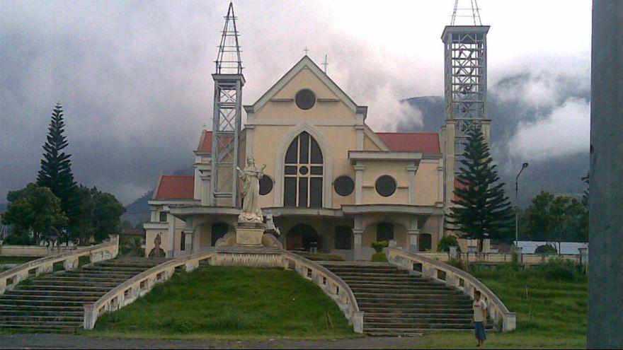 اتهامات اختلاس و رابطه عاشقانه اسقف کلیسای روتانگ اندونزی را به استعفاء وا داشت