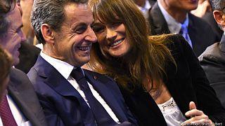 """كارلا بروني تقول إنها تعيش حياة جنسية """"رائعة"""" مع ساركوزي"""