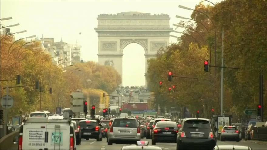 La fin des voitures à essence à Paris en 2030 ?
